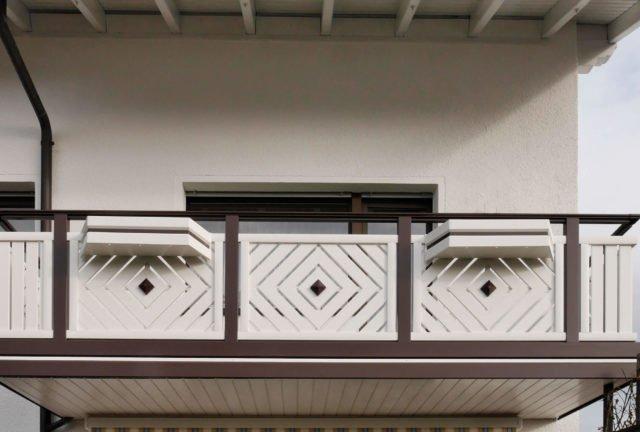Kleiner Balkon mit Alu Classic Kassel Balkongeländer