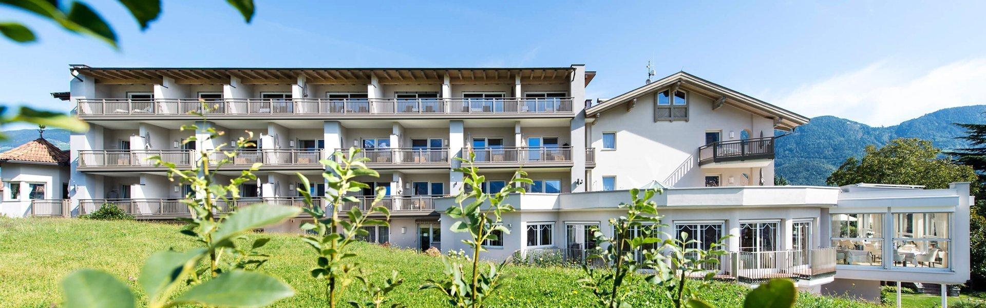 Hotel in den Bergen mit Alu-Balkongeländern