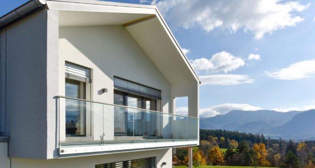 Glas Balkongeländer rahmenlos mit Alu Handlauf in puristischem, edlem Design - Alubalkon Alu Design Pure