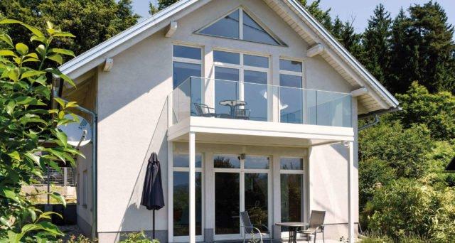 Niedliches Einfamilienhaus mit Alubalkongeländer Pure