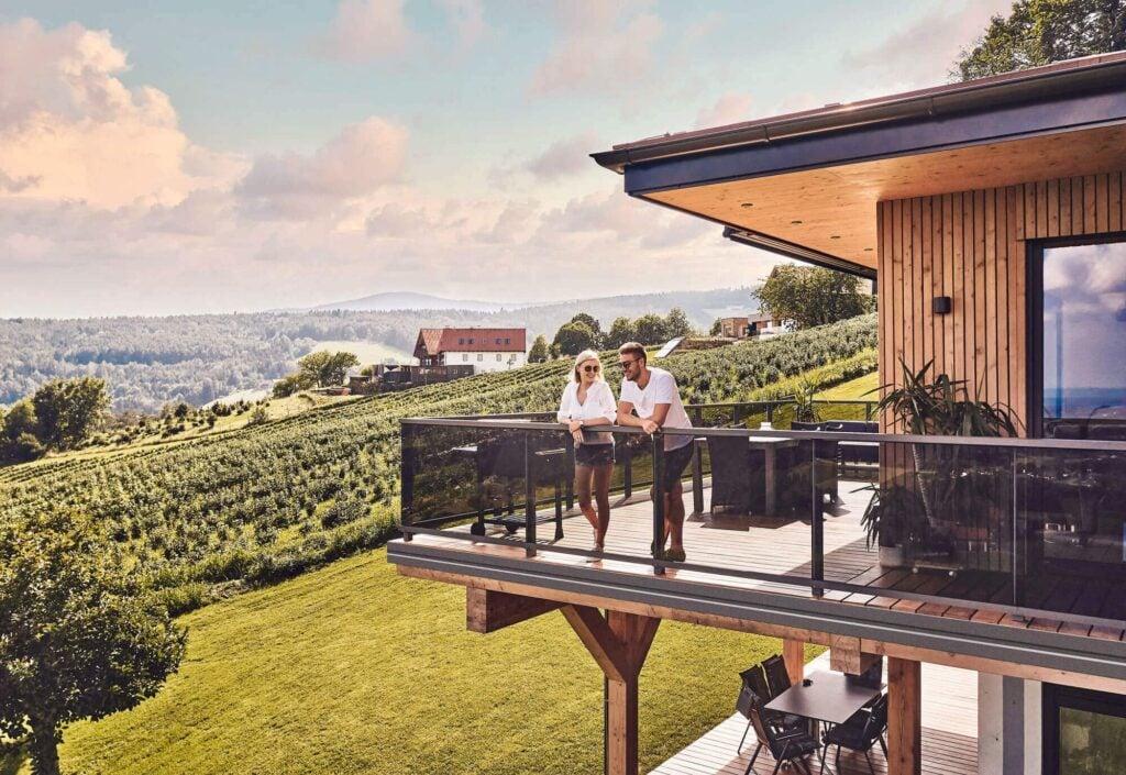 Alu-Glas-Balkongeländer von Leeb Balkone mit zufriedenen Kunden
